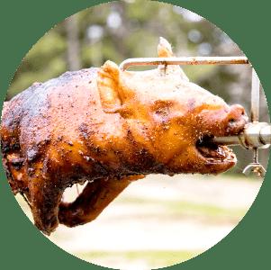 仔豚、丸鶏、イノシシ、兎の丸焼きや牛肉の塊肉
